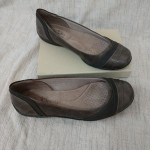 Life Stride gray flats size 8.5W